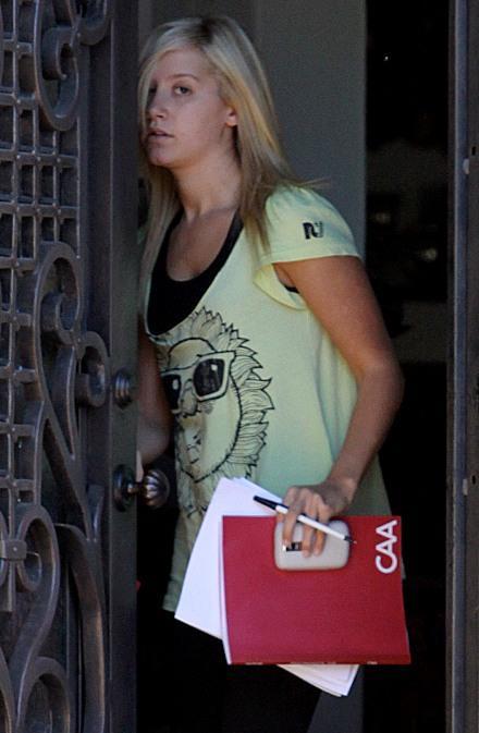 miley cyrus no makeup 2010. Tis wearing no makeup,